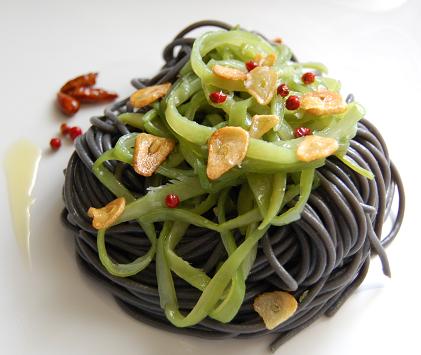 Espaguetis con jud as verdes y chips de ajo platos - Tiempo de coccion de judias verdes ...