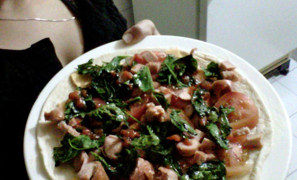 Pizza vegana de carnes vegetales con espinaca platos for Platos de pizza