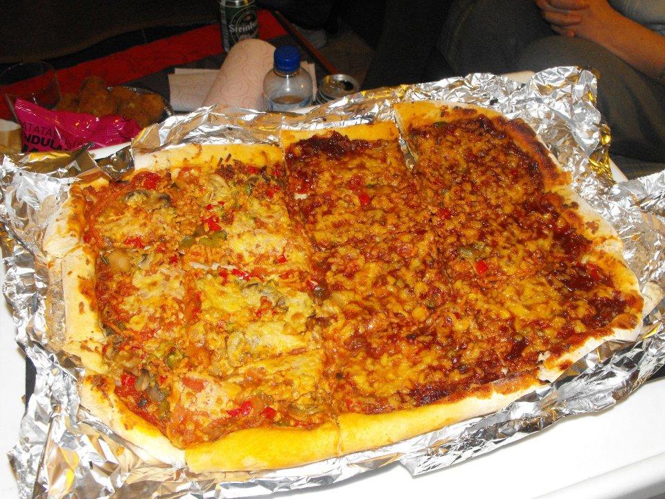 Pizza de barbacoa doble fermentada platos principales for Platos de pizza