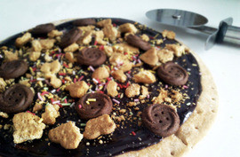 Pizza dulce de chocolate y galletas