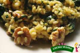 Arroz al curry con espinacas y nueces