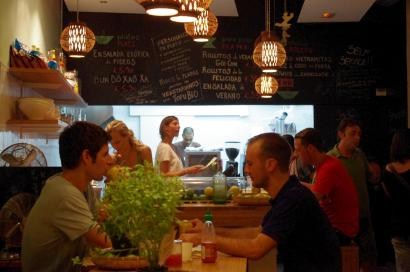 La vietnamita torrent de l 39 olla 78 barcelona espa a - Restaurante vietnamita barcelona ...